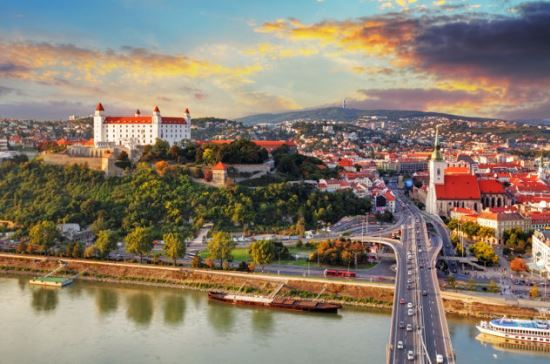 taxi and minibus transfer from vienna airport to bratislava