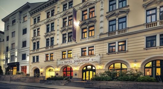 taxi transfer from vienna schwechat airport to hotel josefshof am rathaus